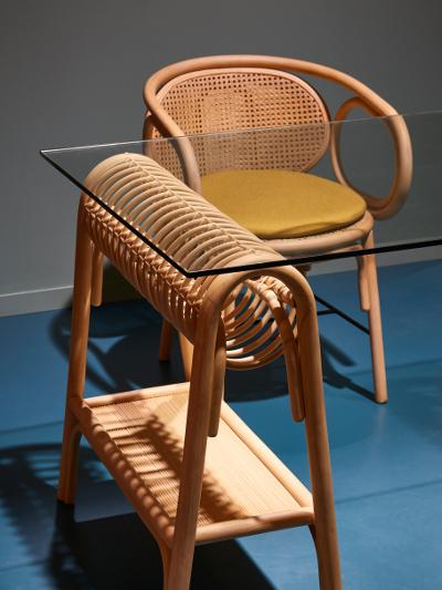 Contour armchair and Passe-Passe desk